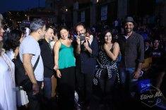 Invitados de líbano después de posar en la alfombra roja, mientras el homenajeado Ghassan Salhab toma una fotografía a la prensa.